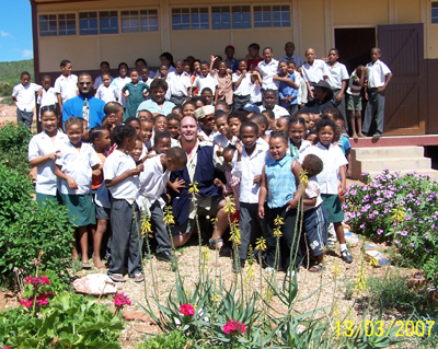Grant M. Mc Ilrath- A.K.A - The Meerkat Man with Students and Teachers from The Hotomskloof Primary School in Oudtshoorn in the Western Cape of South Africa.